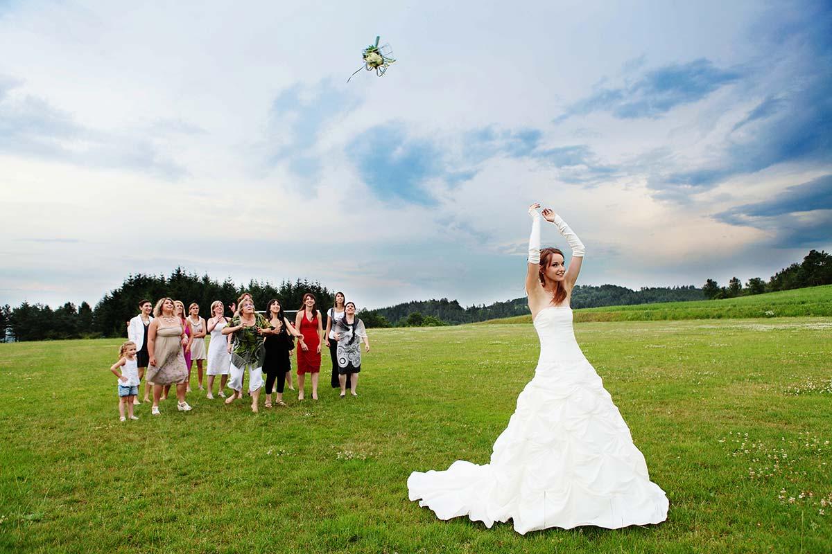 Lancer de bouquet mariage