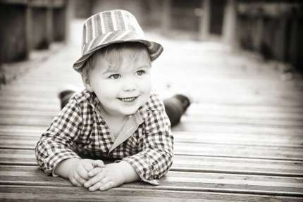 Portrait d'enfant noir et blanc